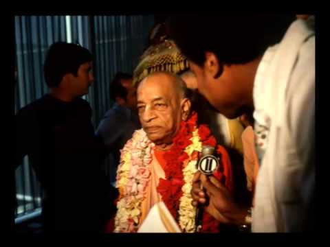 One Should Not Remain in Family Life. That is Vedic Culture - Prabhupada 0571