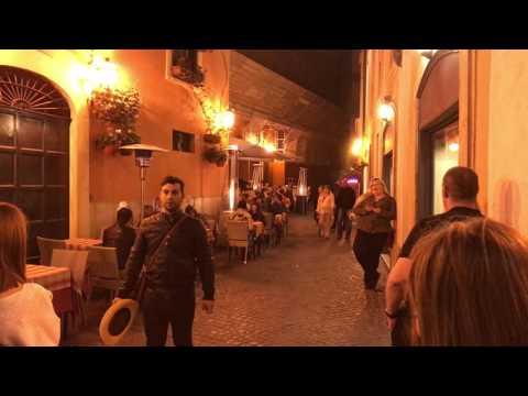 Street opera singers in Rome