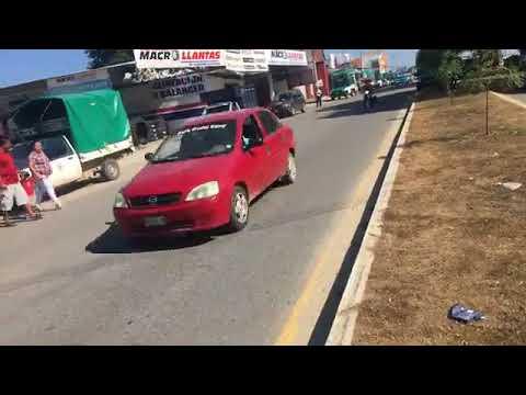 Bloquean accesos a la central camionera de Pinotepa Nacional Oaxaca