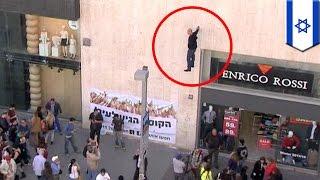 Comment fait-il?! Le magicien de rue israélien Hezi Dean lévite très haut dans les airs