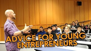 Advice For Young Entrepreneurs: When To Move Out And Building An Online Business