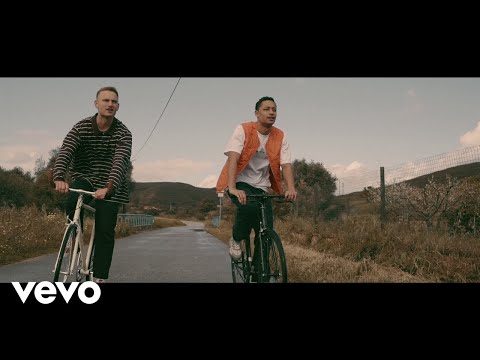 Смотреть клип Loyle Carner - Angel Ft. Tom Misch