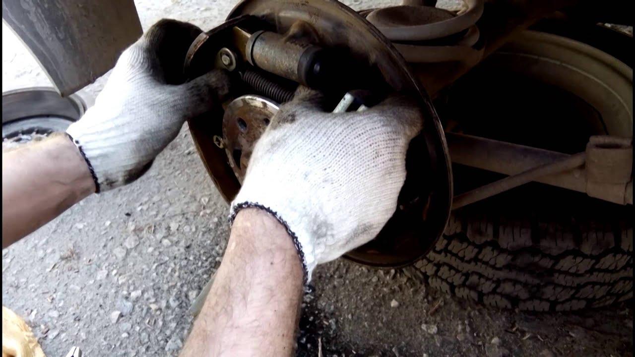 Замена  задних тормозных колодок на Ваз 2107
