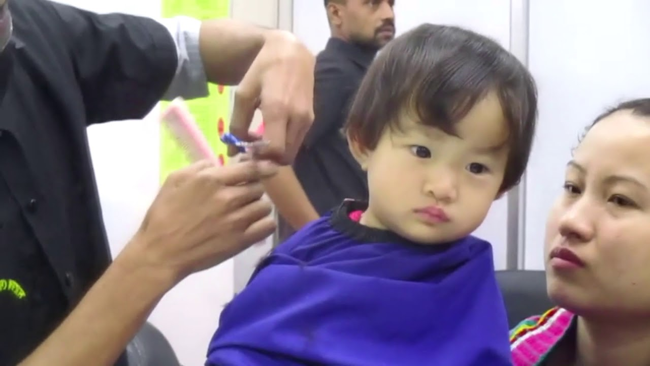 Little Girls Babys First Hairstyles At Salon First Haircut