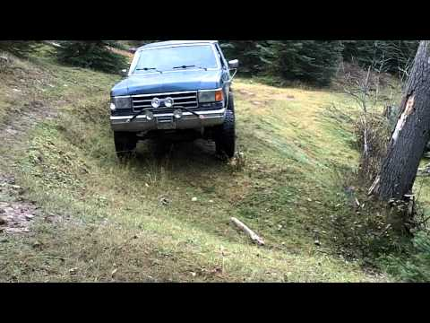 Bronco On Rough Ground Checking The Flex With Swaybar.MOV
