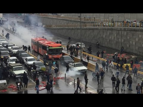 احتجاجات إيران: قلق دولي بعد تقارير عن مقتل أكثر من 100 متظاهر وقطع الإنترنت  - 11:00-2019 / 11 / 20