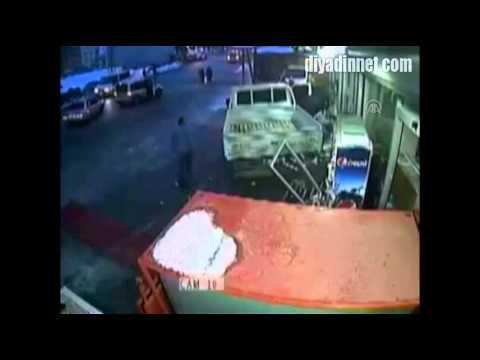 Van'da kontrolden çıkan kamyonet, güvenlik kamerasına yansıdı