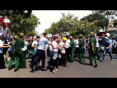 HOT: Biểu tình chống Formosa ở Sài Gòn bị đàn áp thẳng tay