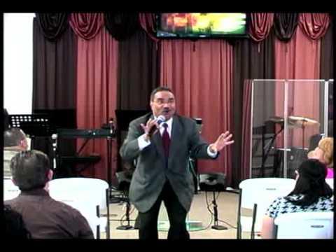 Rev. Dr. Mizraím Esquilín preaching at Centro Cristiano De ...
