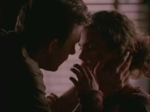 Felicity - Felicity & Ben's First Kiss
