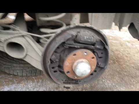 Замена задних тормозных колодок. Барабанные тормоза. Fiat Grante Punto