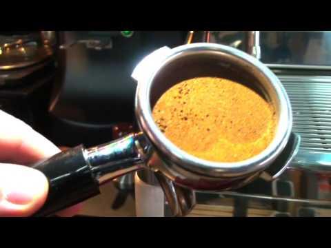 Как готовить кофе в рожковой кофеварке