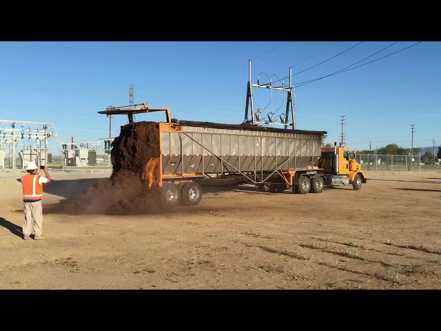 Self Unloading Trailer - Unloading Green Waste Mulch