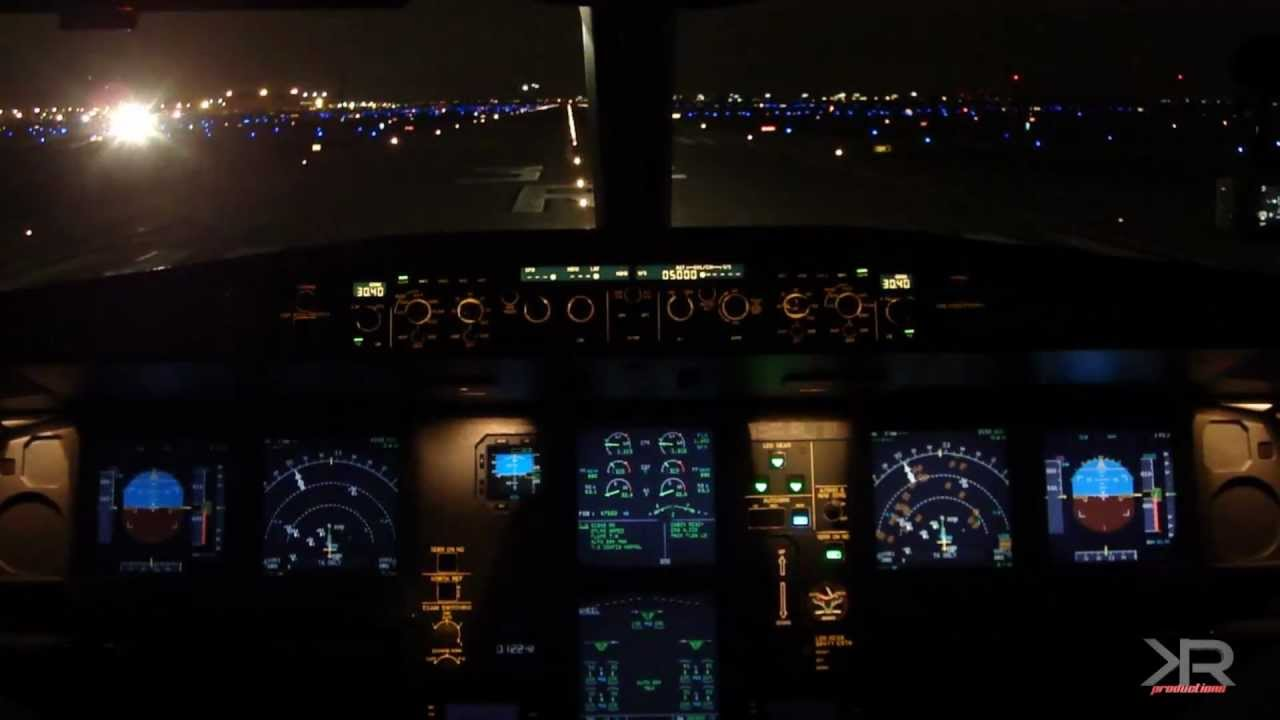 Airbus A330-300 - Night Takeoff - Chicago O'Hare (Long ...
