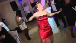 Прикол на Свадьбе Девушка в Красном Жжет на танцполе