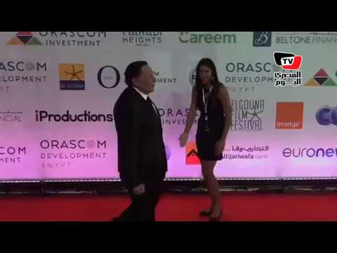 ليلي علوى تستقبل عادل إمام بقبلة في افتتاح مهرجان الجونة السينمائي  - 22:53-2018 / 9 / 20