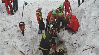 В заваленном лавиной отеле по-прежнему надеются найти живых (новости)