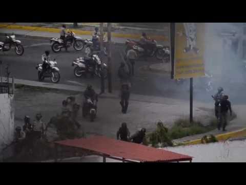 #20Julio  GNB ataca residencias Las Doñas de Barquisimeto
