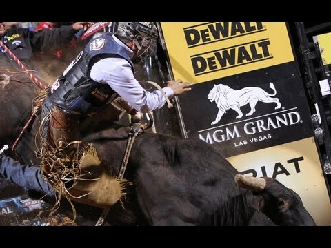 WRECK: PBR's Cody Ford injured on Asteroid - 동영상