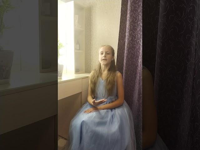 Изображение предпросмотра прочтения – КсенияБаулина читает произведение «Королева» С.А.Есенина