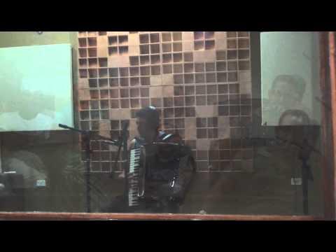 Fabinho Salvador gravando no Fellix Studio Digital