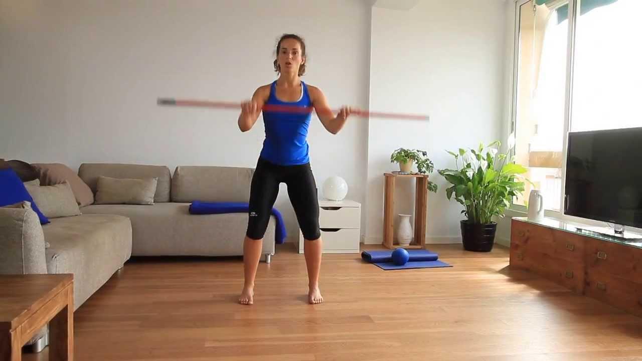 Piernas y gl teos a punto con el palo de la escoba for Ejercicios de gimnasia