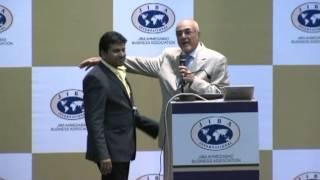 26 Felicitation to Oves Jafri By Mustafa Dhanji, 19th JIBA International Conference & Trade Fair
