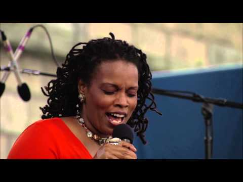 Dianne Reeves - In Your Eyes - 8/12/2000 - Newport Jazz Festival (Official)