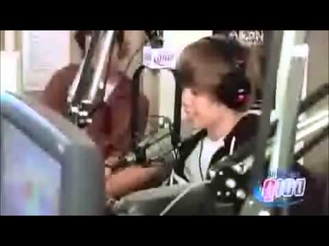 Justin Bieber cantando ''The Climb'' de Miley Cyrus