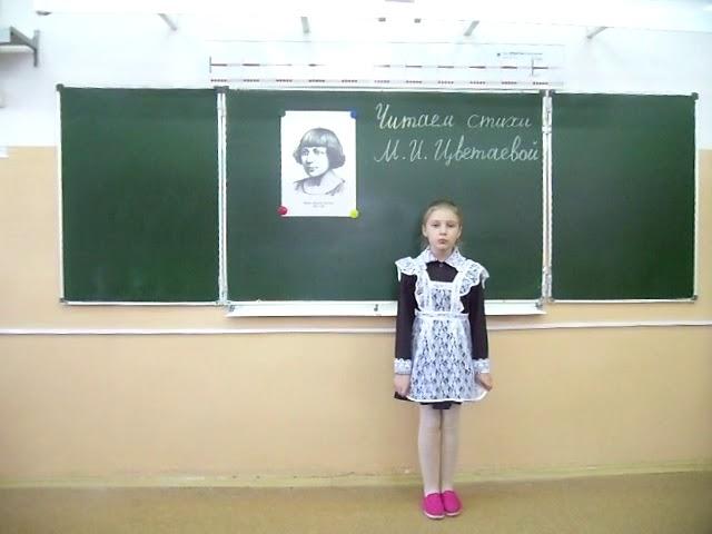 Изображение предпросмотра прочтения – ДарьяПолянских читает произведение «Бежит тропинка с бугорка» М.И.Цветаевой