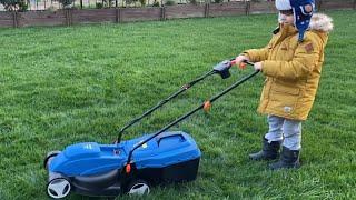 Çim biçme makinesi aldık.Fatih Selim Bahçıvan oldu.Makineyi kurup çimleri biçtik.