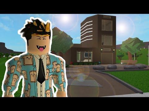 I Made A Bloxburg Shoe House - peeta bread roblox bloxburg