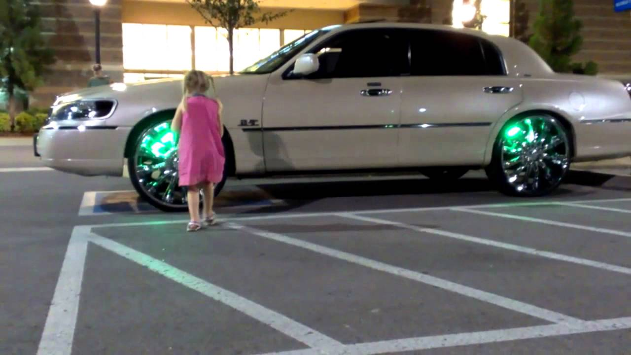 Lincoln Town Car On 24 S With Rim Led Lights Youtube