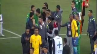 Carlos Lampe intercambia camiseta con Neymar y es figura del partido de Bolivia vs. Brasil