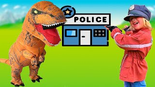 Eva Policeman is looking for a lost dog Bone / Eva and Mom Pretend play police officer