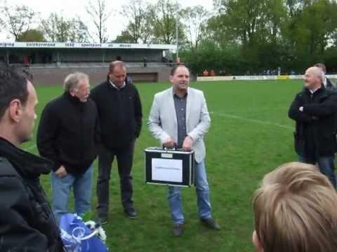 2012-05-06: uitreiking kampioensschaal Valthermond 3.AVI