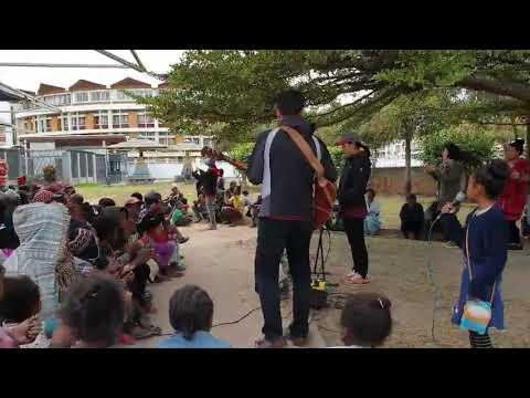 Madagascar Antananarivo worship with homeless people 4