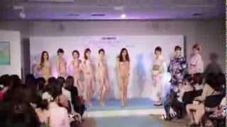 2013年4月28日に開催されたルクア2周年記念イベント。2013年三愛水着イ...