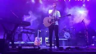 Andy Grammer singing Snow Patrol's Chasing Cars