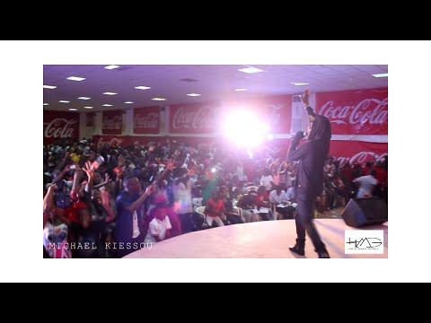 ► SHOWTIME | @MichaelKiessou au Castel Hall - Douala (2014 Kmer Tour)