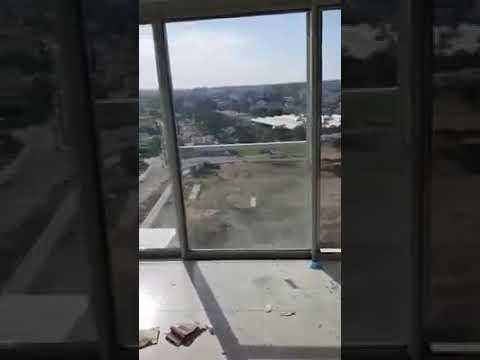 מפחיד בקומה 18: החלון בסלון מוביל למרפסת שלא קיימת