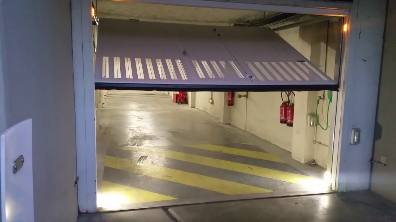 Porte de garage basculante de parking dvd industries for Garage renault poperinge belgique