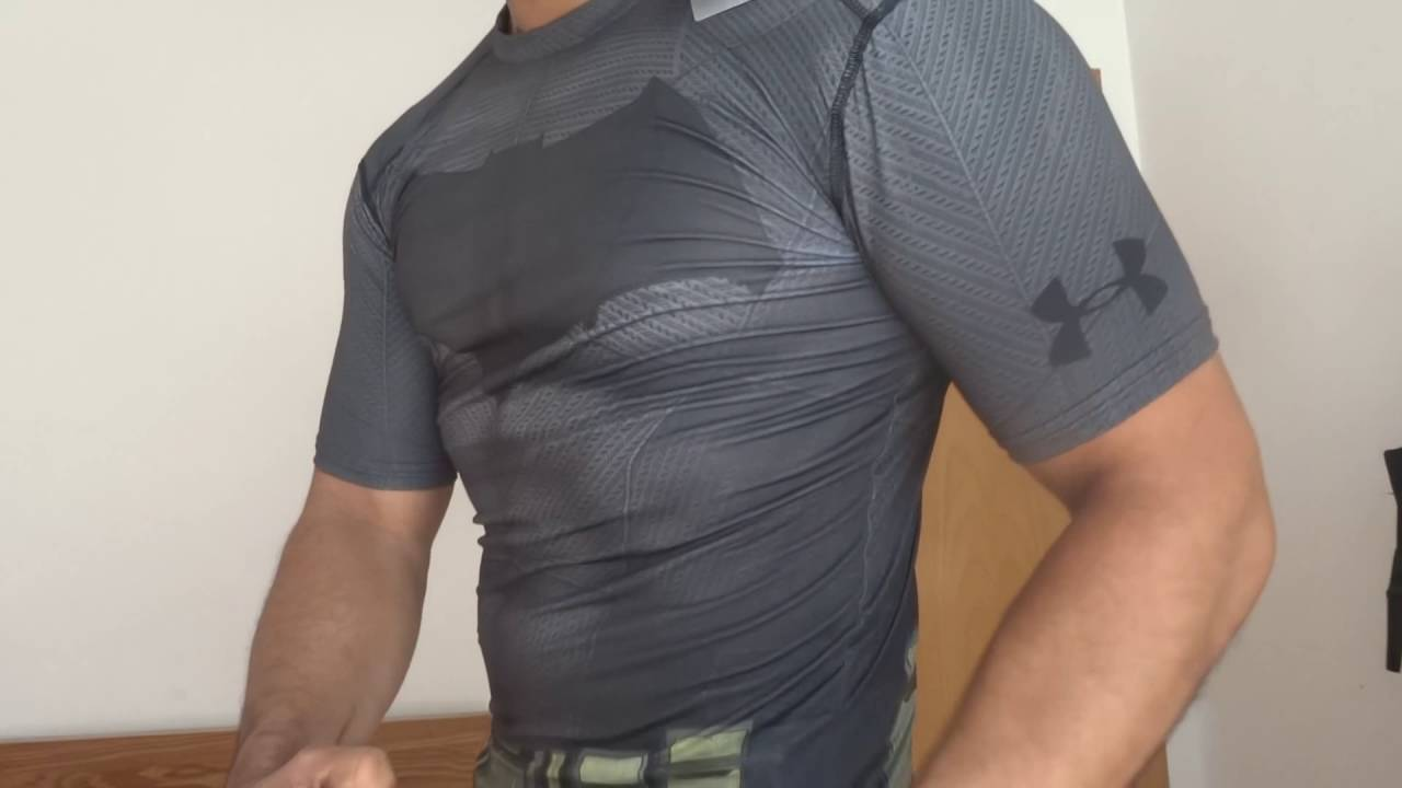 Residuos Gato de salto Aturdir  Under Armour® Alter Ego Batman Compression Shirt - YouTube