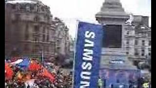 2008年4月6日伦敦奥运火炬传递时的群众场面(特拉法加广场和圣保罗大教堂两处)
