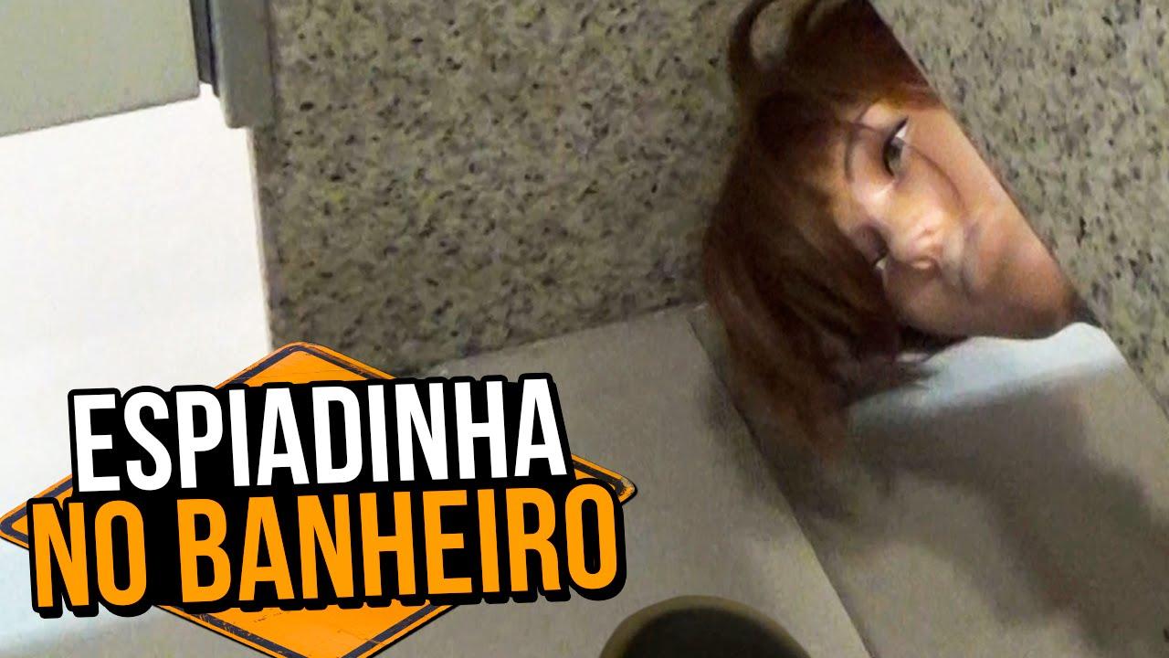 ESPIADINHA NO BANHEIRO (PEEKING INTO BATHROOM STALLS | PRANK)
