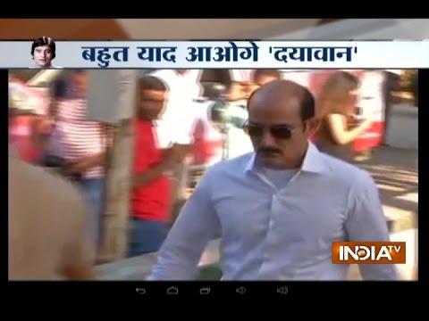 Watch: Akshay khanna, Amitabh Bachchan, Abhishek Bachchan and others at Vinod Khanna's funeral