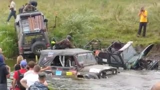 Off road Trucks Fails in Deep Mud Bog 4x4 Idiots Mudding