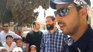 ילד יהודי בן 10 משתחווה אל מול פני מקום המקדש ונעצר