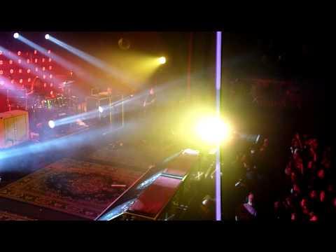 Deftones - Intro + Rocket Skates (Paris - Le Trianon - 13.12.2010)