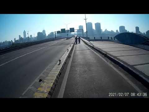 02 07 騎車上路就怕碰到無預警靠過來的三寶